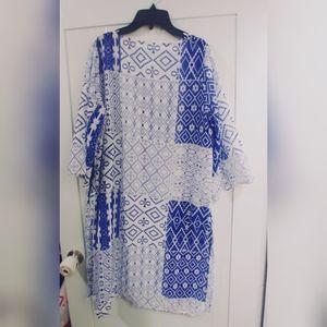 FREE w purchaseNWOT Blue & white beachy vibe shrug